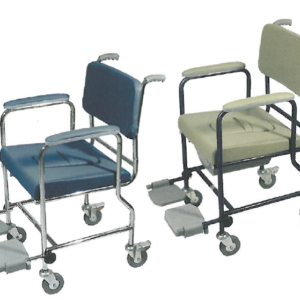 sedia comoda con rotelle e pedane