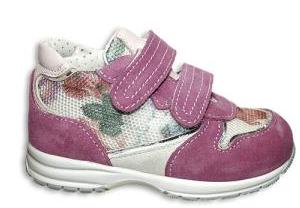 scarpa comoda per bambina con strappo